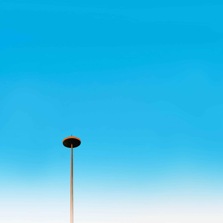Lampadaire su ciel de canicule